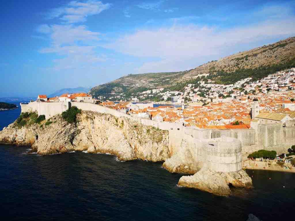 Combien de temps dure le trajet en ferry de Dubrovnik à Split?