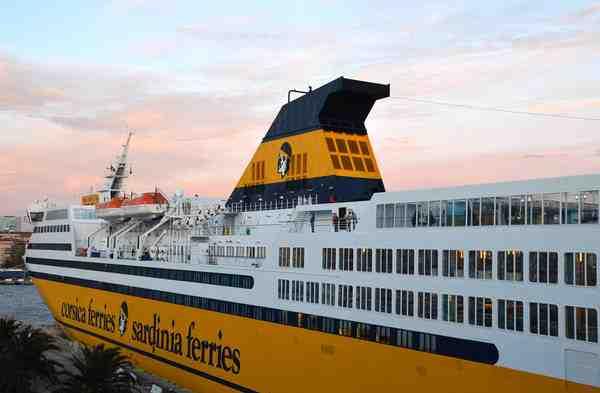 Comment réserver un ferry pour la Corse?