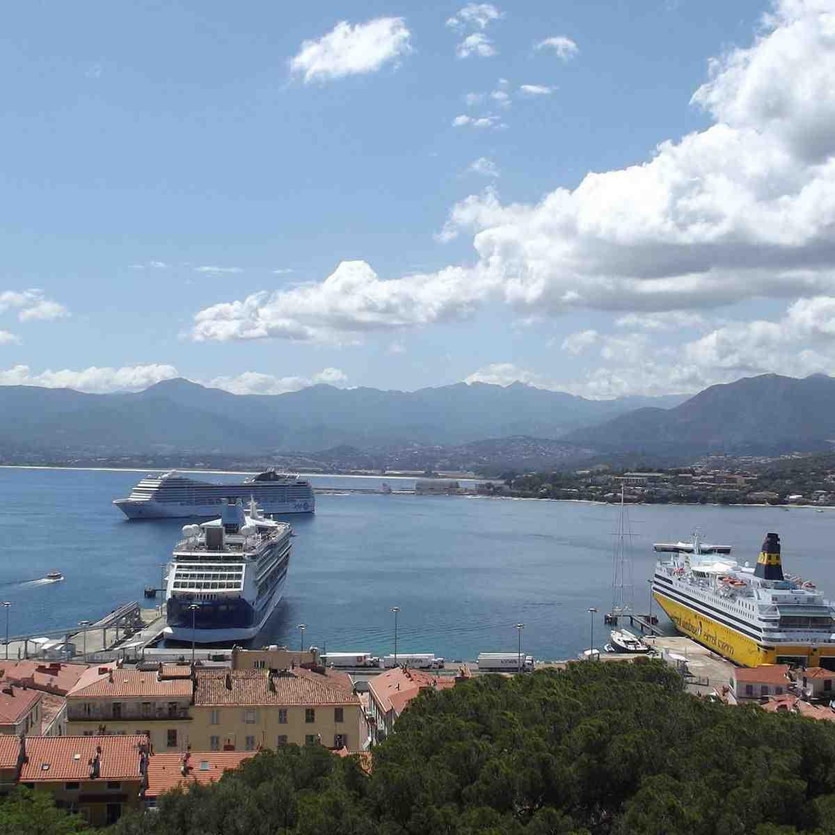 Quand réserver un bateau pour la Corse?